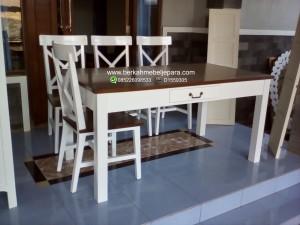 meja-makan-4-kursi-mahoni-duco