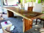 Meja Besar Trembesi