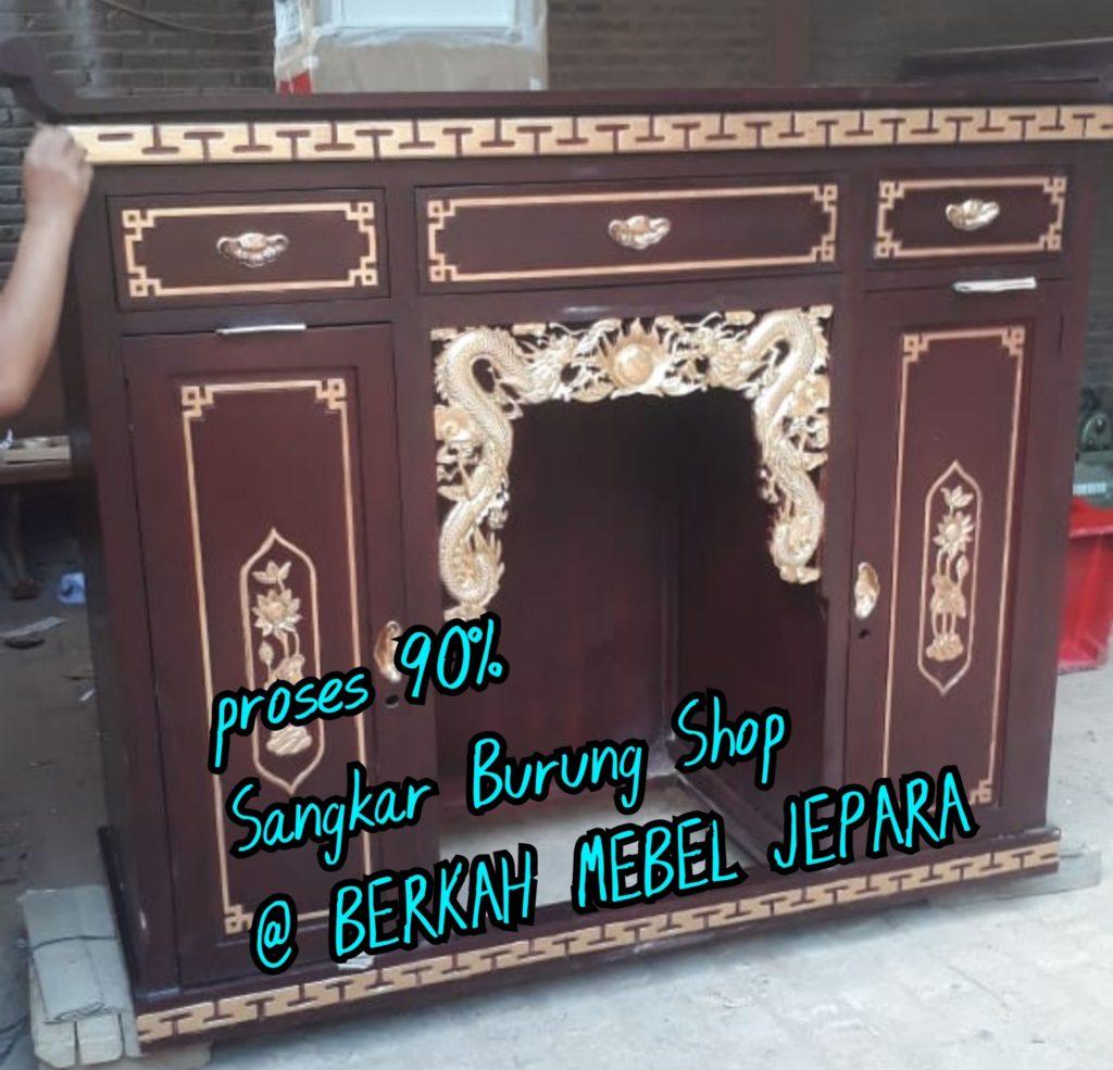 Pengrajin Meja Altar Sembahyang